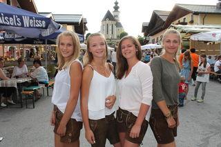 Lena, Lea, Laura und July sind bereit für das dreißigste Platzfest in St. Veit.