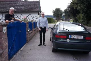 Gerald Pawlowitsch (l.) und Thomas Rack (r.): In der Art war der Wagen geparkt.