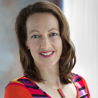 """Cora Urban ist die Spitzenkandidatin für die NEOS in Hernals mit dem primären Thema """"Aufbegehren""""."""