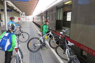 Am Villacher Hbf wurden die Fahrräder gesichert verladen.