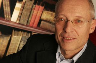 Dr. med. Ruediger Dahlke arbeitet seit 38 Jahren als Arzt und Seminarleiter, Autor und Trainer.