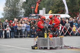 Tausend Zuschauer verfolgten die Menschenrettung und Brandbekämpfung mit Hubschraubereinsatz