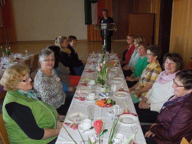 Frhstckstreffen fr Frauen - Kitzbheler Anzeiger