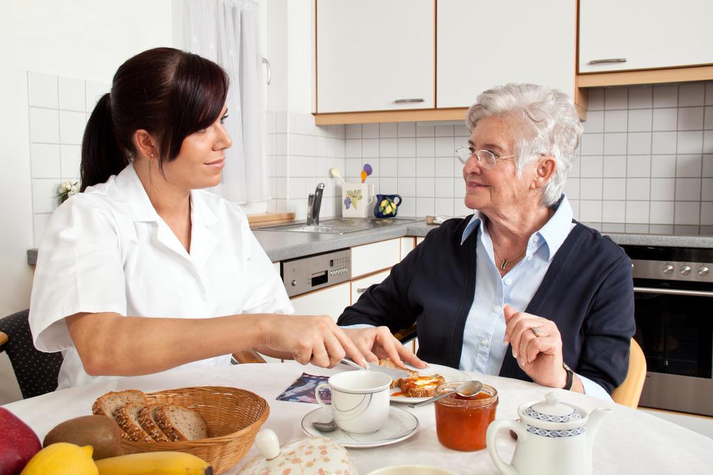「elderly eating」の画像検索結果