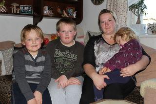 Veronika Eder mit ihren Kindern Rene (li.), Tobias und Eva-Maria.