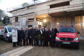Mit der Gleichenfeier wurde ein wichtiger Bauabschnitt auf dem Weg zu einem modernen Feuerwehrhaus fertiggestellt.