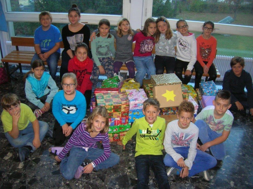 Haller SchülerInnen spenden Weihnachtsgeschenke - Hall-Rum