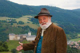 """Seit 1986 moderiert Sepp Forcher die Sendung """"Klingendes Österreich"""", die viermal im Jahr ausgestrahlt wird."""