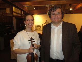 Die Geigerin Réka Stánitz und der Musikwissenschaftler Harald Haslmayr