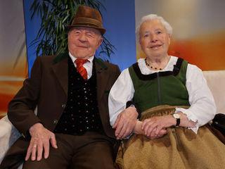 """Immer zu Spaß und Tanz aufgelegt waren Fritz und Hildegard Huber, die 66 Jahre verheiratet waren! Hier beim """"Treffpunkt Kärnten mit den Wernberger Buam""""  im Jahre 2012."""