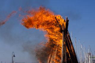Osterfeuer, im Brauchtum auch Ostermeiler genannt, werden teils am Karsamstag entzündet, mancherorts, auch erst am Abend des Ostersonntags.