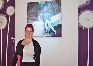 Marlene Schaumberger vor einem ihrer Werke