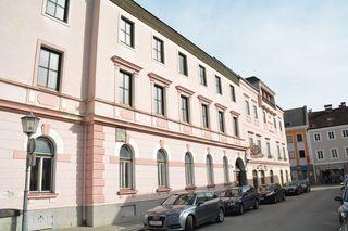Die Stadtgemeinde Scheibbs hat das baufällige Hotel im Zentrum um 260.000 Euro gekauft.