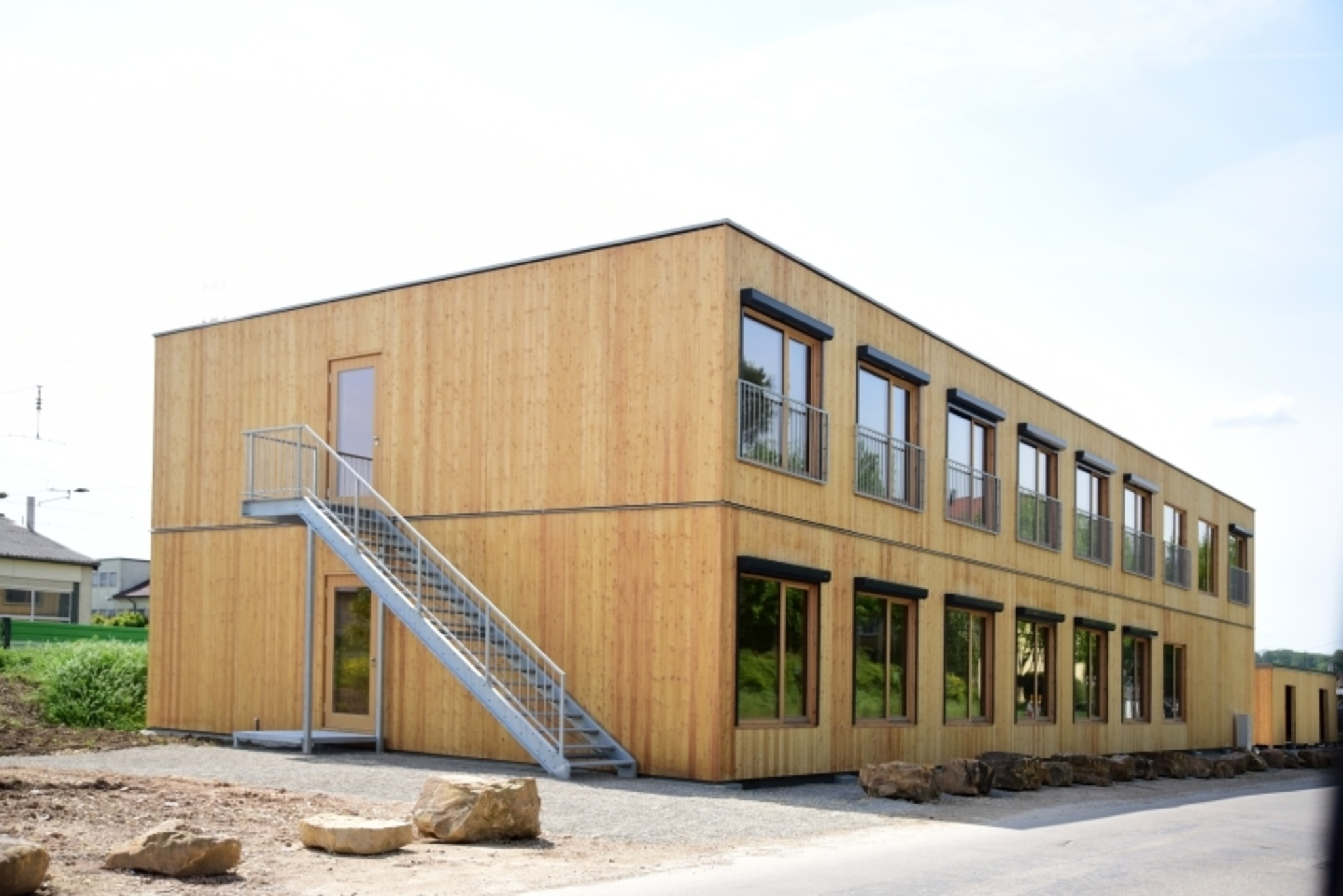 Egger Konzepthaus Fl Chtlingsunterkunft In Der N He Von Stuttgart Gebaut Kitzb Hel