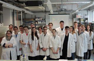 """Im Programm """"DNA Kopierer"""", geleitet von Studierenden, lernten die SchülerInnen Grundlagen der Molekularbiologie kennen."""