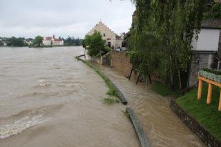 Zu Mittag wird ein Überschreiten der Hochwasserwarngrenze in Schärding prognostiziert.