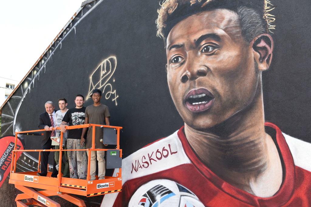 David Alaba Signiert Persönliches Graffiti In Der Donaustadt