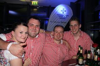Marietta mit Walter, Peter und Klaus von der Feuerwehr Großarl besuchten die Rot Kreuz Kollegen.