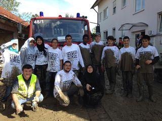 Viele freiwillige Helfer nahmen an der Hilfsaktion teil