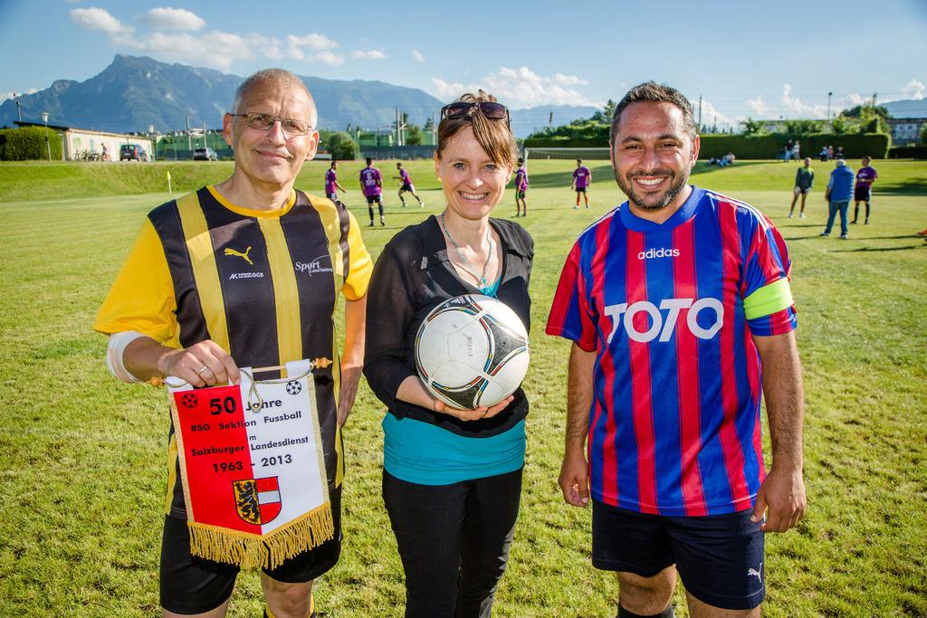 Fussball Verbindet Fluchtlinge Und Salzburger Salzburg Stadt