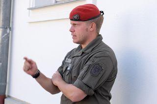 Alexander Vieh ist Unteroffizier beim Bundesheer. Unteroffiziere arbeiten als Kommandanten und Ausbilder und bilden das Bindeglied zwischen Offizieren und den Mannschaften.