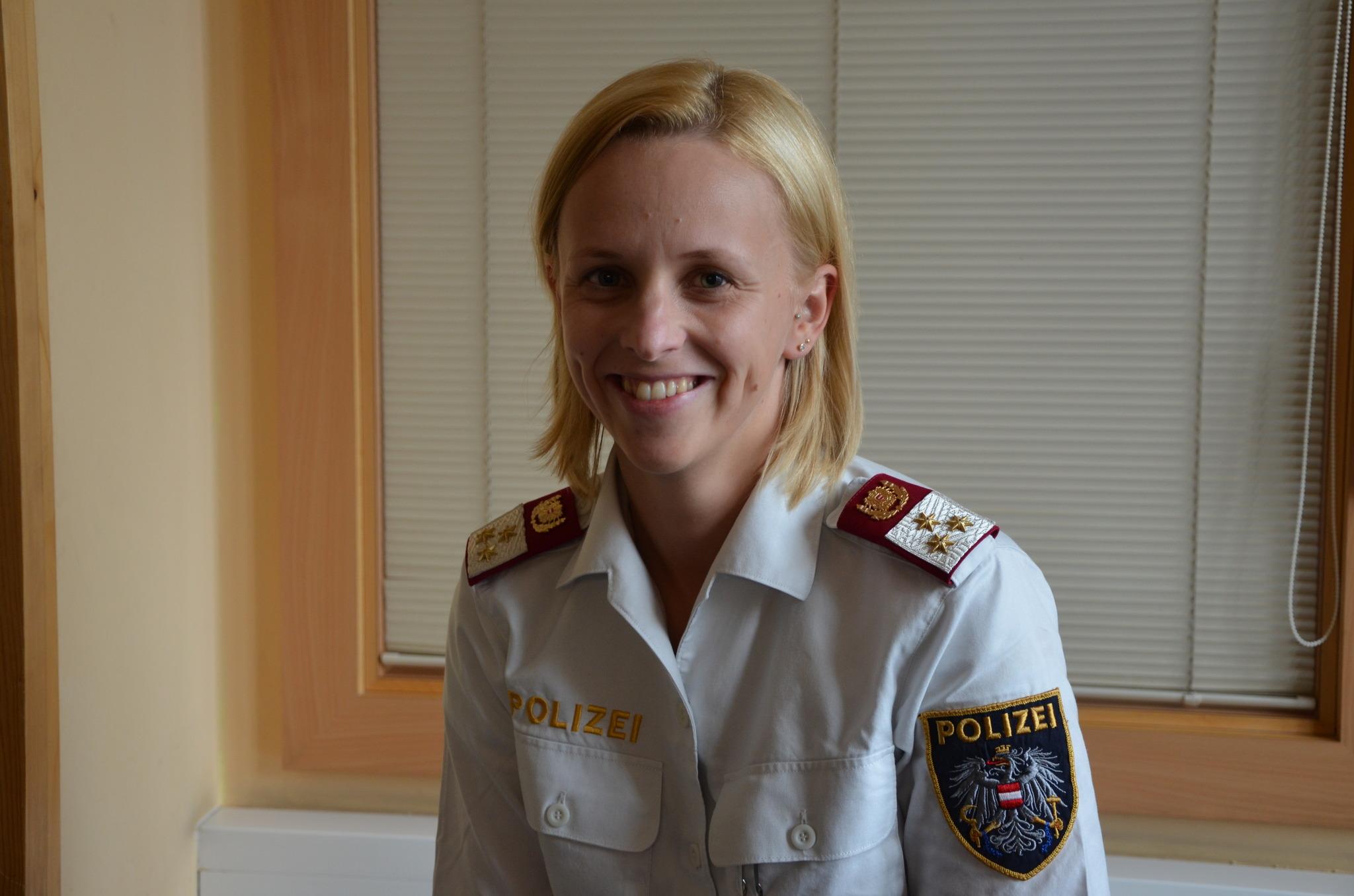 28-jhrige Polizistin schafft Chef-Ausbildung - Schrding