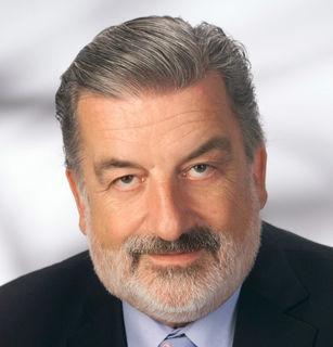 """Gerhard Tötschinger moderierte von 1978 bis 1988 die ORF-Sendung """"Quiz in Rot-Weiß-Rot""""."""