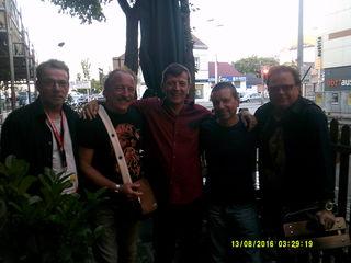 Die Band Opus mit Wirt des Simmeringer Bier- & Kulturschmankerl