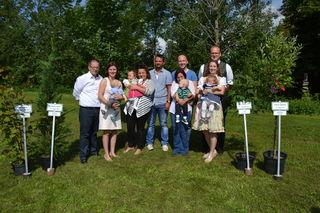 vl. Familie Graf mit Sohn Georg, Familie Reindl mit Tochter Kassandra, Familie Gilli mit Sohn Adam Manuel und die Familie Egelwolf mit Tochter Valerie