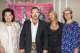 Prominenz bei der Versteigerung: Suzanne Harf, Cornelius Obonya, Lisa Grabner und Veronika Kirchmair (v.l.).