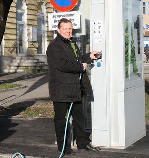 Eines der vielen Themen der letzten Umweltsprechstunden mit Leopold Spitzbart war der Ausbau der E- Tankstellen, des öffentlichen Verkehrs und des Radwegenetzes.