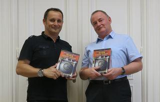 Die Autoren Robert Bouchal (links) und Johannes Sachslehner mit ihrem neuen Buch.