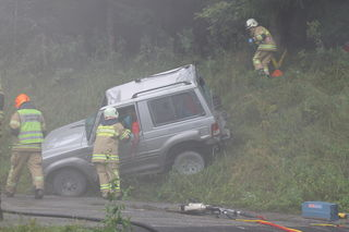 Rauch ging auf bei der Einsatzübung am Schanzengelände, Die Feuerwehr traf als erstes ein und sicherte die Unfallstelle.