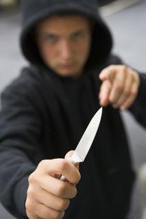 Die Asylwerber waren jeweils mit zwei Messern bewaffnet.