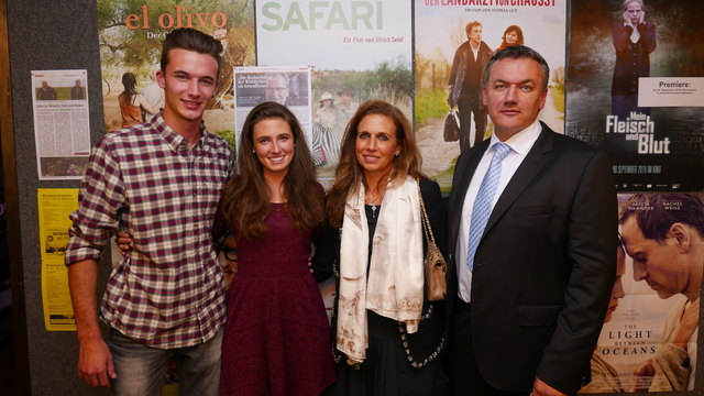 """Jagdlustig in """"Safari"""": Manuel Eichinger, Tina und Eva Hofmann und Gerald Eichinger zeigen die Realität des Tötens."""