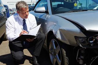 Im Versicherungsbereich gibt es vom Lehrberuf über den Universitätslehrgang eine Bandbreite an Möglichkeiten.