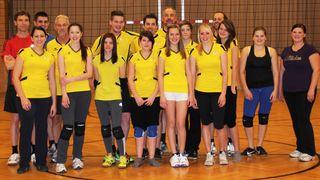 Beim Volleyballtreff in Kraig sind Jugendliche und Erwachsene willkommen.