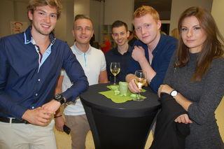 Absolventen der HAK/S Traun beim HAKSolvententreff. Es war ein gemütlicher Abend mit den ehemaligen Lehrern.