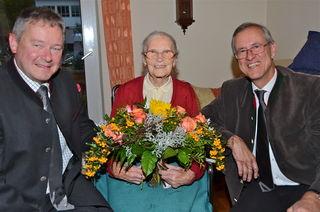 """""""Ihr habt mir eine große Freude gemacht!"""" – Kathi Waldhuber feierte in Schwoich ihren 100er. So ein Fest gibt es wahrlich nicht alle Jahre: In Schwoich konnte am 7. Oktober Kathi Waldhuber ihren 100. Geburtstag begehen! Das wurde an ihrem Ehrentag natürlich gebührend gefeiert."""