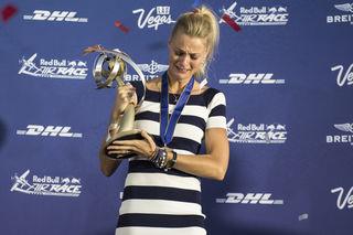 Miriam Höller nahm die Trophäe entgegen. Foto: Red Bull