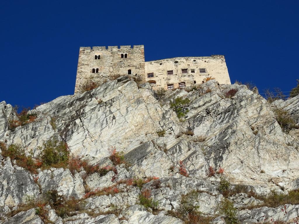 Klettersteig Quarzit Wand : Burg laudegg ladis. klettersteige zur besten zeit leider immer noch
