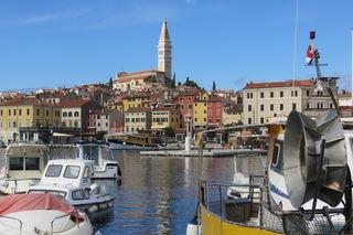 Direkt an der oberen Adria liegt die mittelalterliche, bekannte und beliebte Stadt Rovinj, sie ist immer einen Besuch wert.