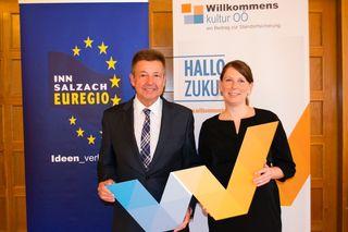 Bgm. Albert Ortig, Vorsitzender der Inn-Salzach-Euregio und Regionalmanagerin Dr. Jennifer Daferner, Projektleiterin Willkommenskultur OÖ – ein Beitrag zur Standortsicherung.