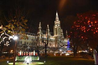 Ab 11. November werden am Rathausplatz wieder Punsch und Lebkuchen angeboten.