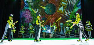 Der Russian Circus on Ice verbindet eleganten Eistanzen mit spektakulärer Zirkus-Artistik.