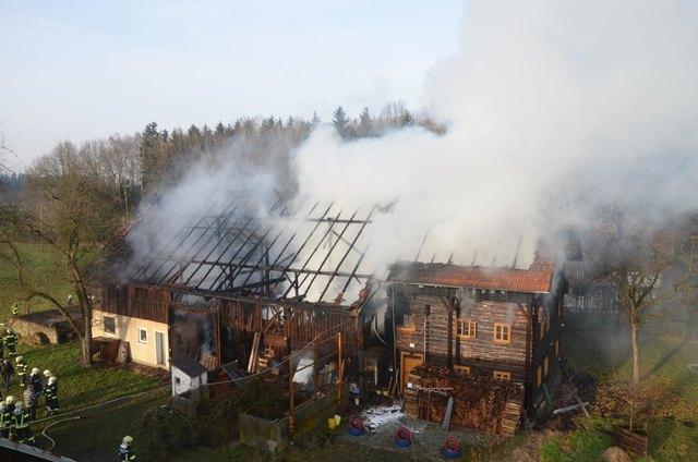 Ein Großbrand in Teuflau machte den Einsatz von 150 Feuerwehrmännern nötig.