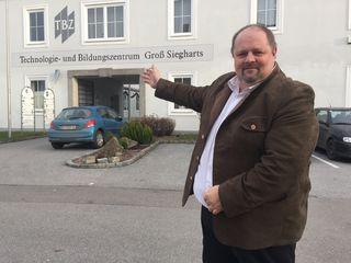 Hereinspaziert: Gerald Matzinger hofft, dass bald ein Allgemeinmediziner im TBZ seine Ordination eröffnet. Die Suche dauert nun schon über ein Jahr.