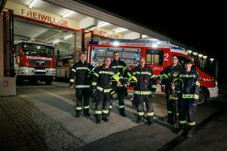 """Die Marchtrenker """"Leasing-Feuerwehrleute"""" Steven Steiner, Roland Pöttinger-Kloimstein, Rinaldo Graf, Alfred Sostar, Georg Schachner und Alexandra Obermayr (von links)."""