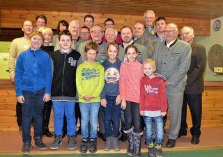 Die Perger Schützen von Jung (7) bis alt (94) beim Neujahrwünschen im Perger Schützenhaus