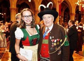 Moderatorin des Abends und STADTBLATT-Redakteurin Sara Erb mit Tirolerbund-Obmann Herwig Pelzer